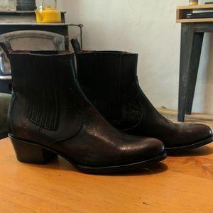 Brand New Frye Chelsea Boot